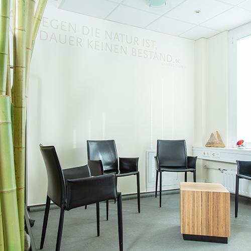 Orthopädie Stuttgart-Bad Cannstatt - Schulz - Sitzecke der Praxis